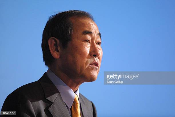 Jong YongYun Vice Chairman and CEO of Samsung Electronics Co speaks at the ICT World Forum March 11 2003 in Hanover Germany The ICT World Forum...