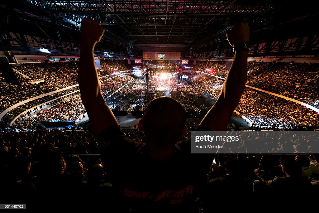 Jonh Lineker of Brazil competes Rob Font of the United States in their bantamweight bout during the UFC 198 at Arena da Baixada stadium on May 14, 2016 in Curitiba, Brazil.