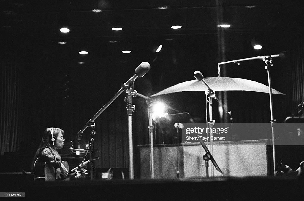 Joni Mitchell records her album 'Court And Spark' at A&M Recording Studios on La Brea Avenue with John Guerin on drums and Larry Carlton on guitar in 1973 in Hollywood, California.