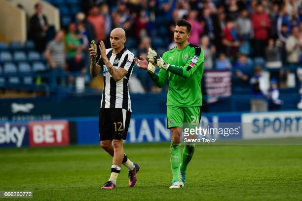 Jonjo Shelvey of Newcastle United and Newcastle United's Goalkeeper Karl Darlow clap the fans during the Sky Bet Championship Match between Sheffield...