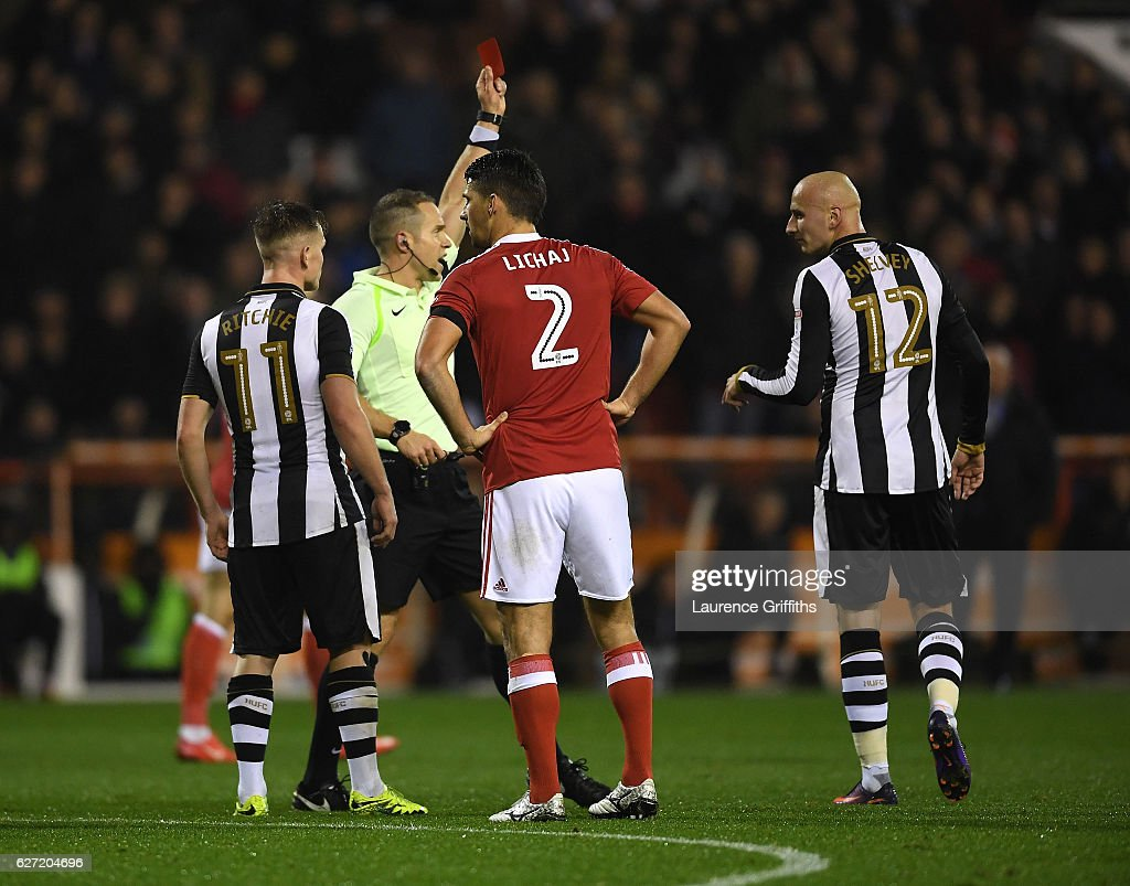 Jonjo Shelvey of Newcastle United recieves a red card during the Sky Bet Championship match between Nottingham Forest and Newcastle United at City Ground on December 2, 2016 in Nottingham, England.