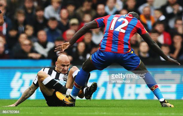 Jonjo Shelvey of Newcastle United vies with Mamadou Sakho of Crystal Palace during the Premier League match between Newcastle United and Crystal...