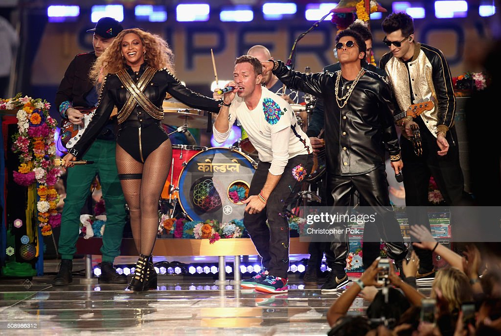 <a gi-track='captionPersonalityLinkClicked' href=/galleries/search?phrase=Jonny+Buckland&family=editorial&specificpeople=235773 ng-click='$event.stopPropagation()'>Jonny Buckland</a> of Coldplay, Beyonce, <a gi-track='captionPersonalityLinkClicked' href=/galleries/search?phrase=Chris+Martin+-+M%C3%BAsico&family=editorial&specificpeople=4468181 ng-click='$event.stopPropagation()'>Chris Martin</a> of Coldplay, <a gi-track='captionPersonalityLinkClicked' href=/galleries/search?phrase=Bruno+Mars&family=editorial&specificpeople=6779692 ng-click='$event.stopPropagation()'>Bruno Mars</a> and <a gi-track='captionPersonalityLinkClicked' href=/galleries/search?phrase=Mark+Ronson&family=editorial&specificpeople=853261 ng-click='$event.stopPropagation()'>Mark Ronson</a> perform onstage during the Pepsi Super Bowl 50 Halftime Show at Levi's Stadium on February 7, 2016 in Santa Clara, California.