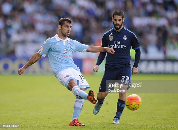 Jonny Castro Otto of Celta Vigo in action with Isco of Real Madrid during the La Liga match between Celta Vigo and Real Madrid at Estadio Balaidos on...