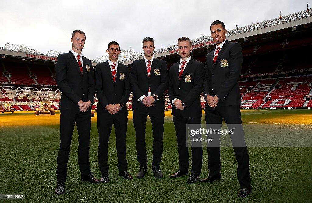 ¿Cuánto mide Robin Van Persie? - Real height Jonny-evans-angel-di-maria-robin-van-persie-luke-shaw-and-chris-pose-picture-id457949632