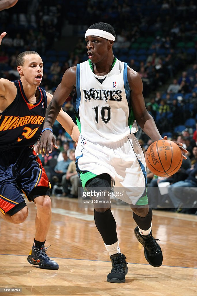 Jonny Flynn #10 of the Minnesota Timberwolves moves the ball against Stephen Curry #30 of the Golden State Warriors during the game on April 7, 2010 at the Target Center in Minneapolis, Minnesota.