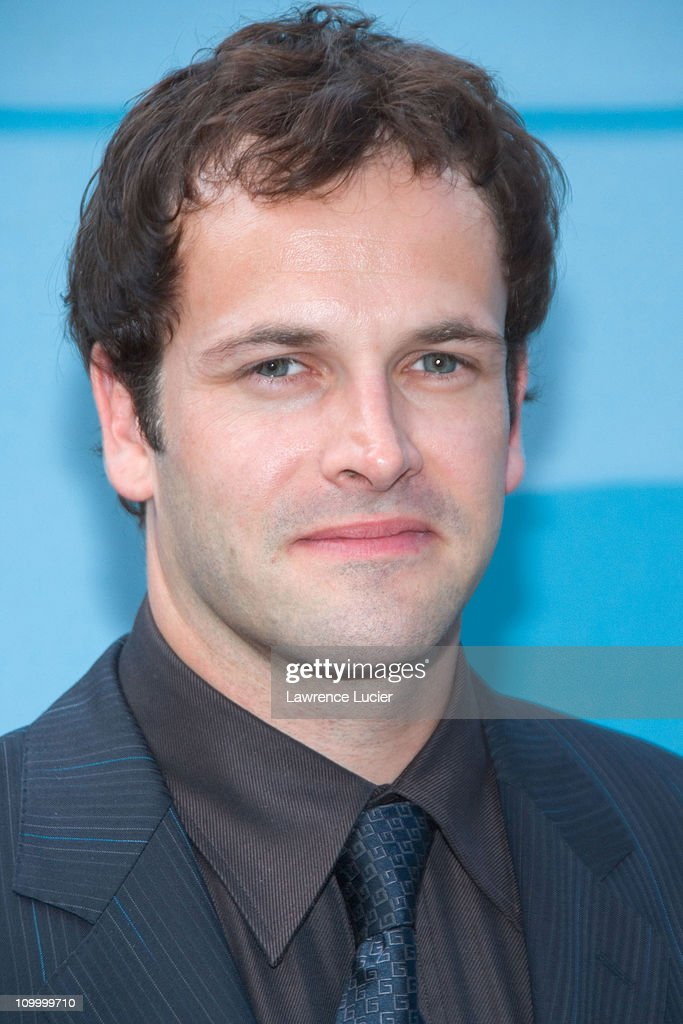 <a gi-track='captionPersonalityLinkClicked' href=/galleries/search?phrase=Jonny+Lee+Miller&family=editorial&specificpeople=633082 ng-click='$event.stopPropagation()'>Jonny Lee Miller</a> during CBS Upfront 2006 - 2007 at Tavern On The Green in New York City, New York, United States.