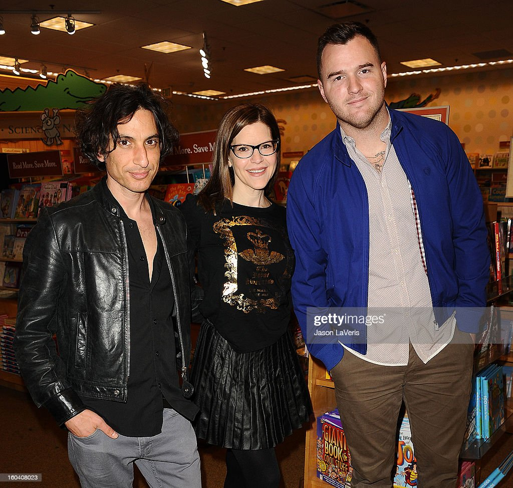 Jonny Polonsky, Lisa Loeb and Chad Gilbert perform at Barnes & Noble bookstore at The Grove on January 30, 2013 in Los Angeles, California.