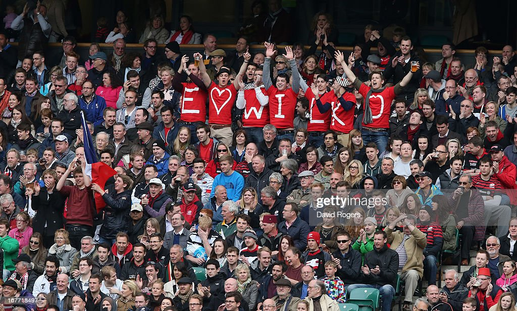 <a gi-track='captionPersonalityLinkClicked' href=/galleries/search?phrase=Jonny+Wilkinson&family=editorial&specificpeople=159417 ng-click='$event.stopPropagation()'>Jonny Wilkinson</a>, fans supporting the Toulon stand off celebrate after a penalty during the Heineken Cup semi final match between Saracens and Toulon at Twickenham Stadium on April 28, 2013 in London, United Kingdom.