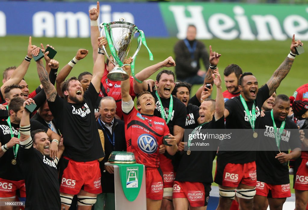 <a gi-track='captionPersonalityLinkClicked' href=/galleries/search?phrase=Jonny+Wilkinson&family=editorial&specificpeople=159417 ng-click='$event.stopPropagation()'>Jonny Wilkinson</a> of Toulon and his team-mates celebrate with the trophy at the end of the Heineken Cup final match between Clermont Auvergne and RC Toulon at the Aviva Stadium on May 18, 2013 in Dublin, Ireland.