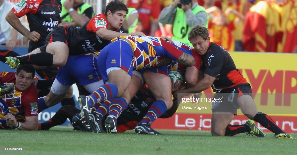 Jonny Wilkinson of Toulon fails to stop Perry Freshwater from scoring the final try during the Heineken Cup quarter final match between Perpignan and...