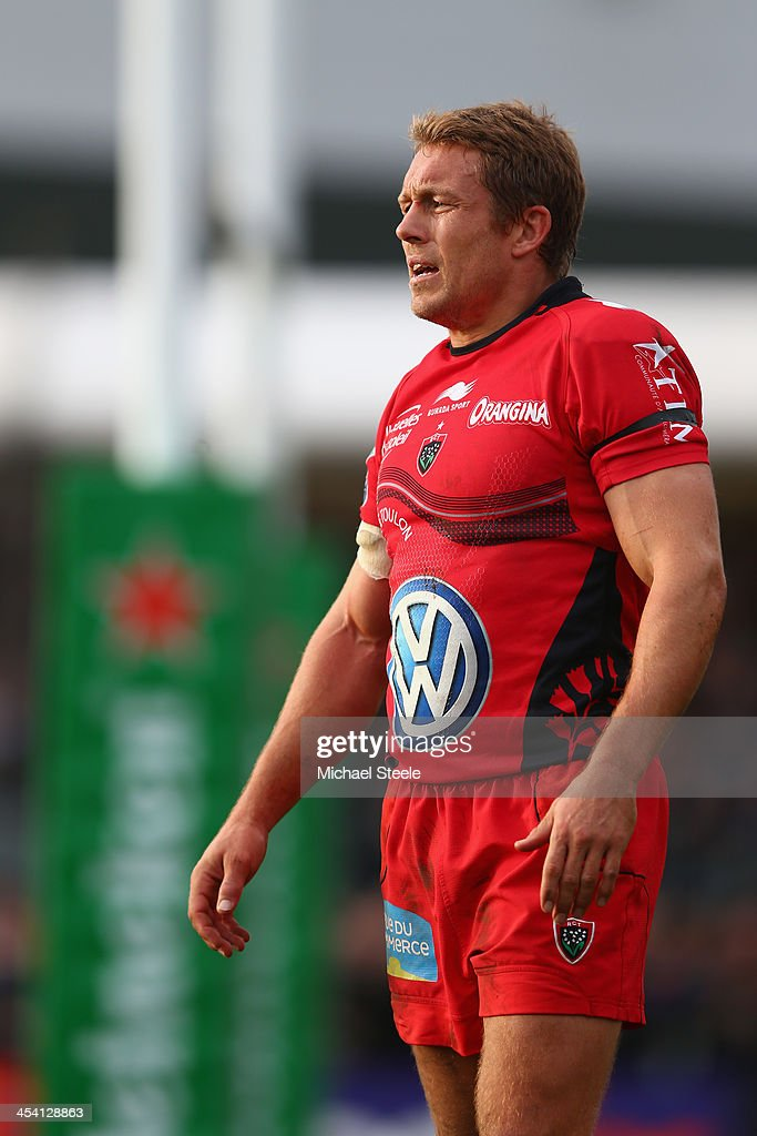 <a gi-track='captionPersonalityLinkClicked' href=/galleries/search?phrase=Jonny+Wilkinson&family=editorial&specificpeople=159417 ng-click='$event.stopPropagation()'>Jonny Wilkinson</a> of Toulon looks on during the Heineken Cup Pool Two match between Exeter Chiefs and Toulon at Sandy Park on December 7, 2013 in Exeter, England.