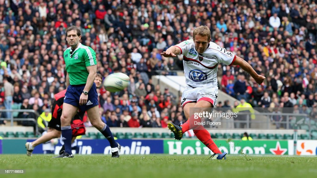 <a gi-track='captionPersonalityLinkClicked' href=/galleries/search?phrase=Jonny+Wilkinson&family=editorial&specificpeople=159417 ng-click='$event.stopPropagation()'>Jonny Wilkinson</a>, the Toulon standoff, kicks a penalty during the Heineken Cup semi final match between Saracens and Toulon at Twickenham Stadium on April 28, 2013 in London, United Kingdom.