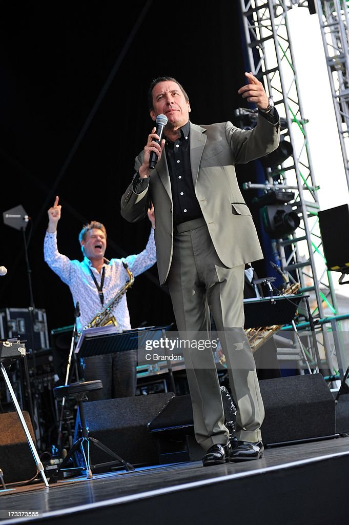 <a gi-track='captionPersonalityLinkClicked' href=/galleries/search?phrase=Jools+Holland&family=editorial&specificpeople=208635 ng-click='$event.stopPropagation()'>Jools Holland</a> performs on stage at Kew Gardens on July 12, 2013 in London, England.