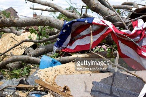 Joplin Missouri tödlich F5 Tornado Schmutz Daunendecke und amerikanische Flagge