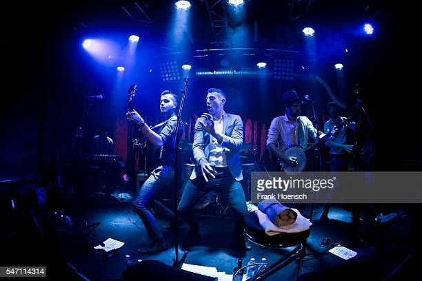Joplin Parnell Sam Barret Richie Prynne Ryan Thomas and Dan Edwards of the British band CC Smugglers perform live during a concert at the Privatclub...