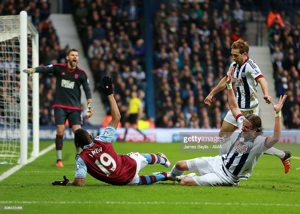 <a gi-track='captionPersonalityLinkClicked' href=/galleries/search?phrase=Jordan+Ayew&family=editorial&specificpeople=6595555 ng-click='$event.stopPropagation()'>Jordan Ayew</a> of Aston Villa appeals for a penalty after this challenge from <a gi-track='captionPersonalityLinkClicked' href=/galleries/search?phrase=Jonas+Olsson&family=editorial&specificpeople=2855165 ng-click='$event.stopPropagation()'>Jonas Olsson</a> of West Bromwich Albion during the Barclays Premier League match between West Bromwich Albion and Aston Villa at The Hawthorns on January 23, 2016 in West Bromwich, England.