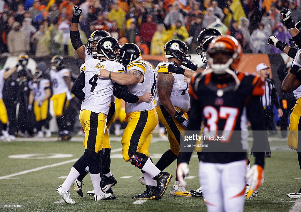 Jordan Berry #4 of the Pittsburgh Steelers celebrates with teammates after Chris Boswell #9 made a 35-yard field goal to give the Pittsburgh Steelers a 2-point lead in the fourth quarter against the Cincinnati Bengals during the AFC Wild Card Playoff game at Paul Brown Stadium on January 9, 2016 in Cincinnati, Ohio.