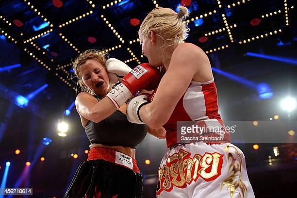 Jordan Carver fights Melanie Mueller during the 'Das Grosse Prosieben Promiboxen' tv show at Castello on September 27 2014 in Duesseldorf Germany