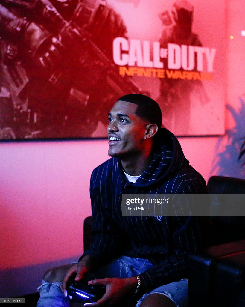 "Jordan Clarkson Stops By E3 To Check Out ""Call Of Duty: Infinite Warfare"""