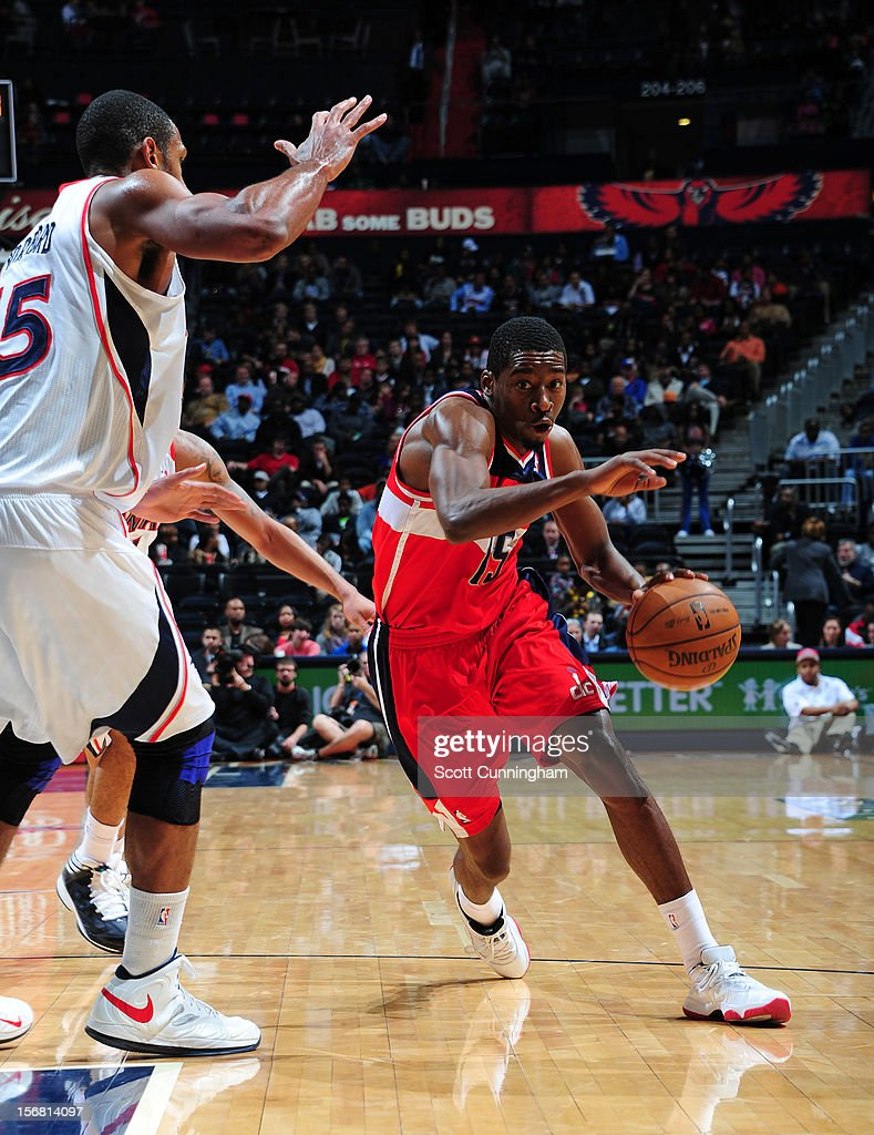 Jordan Crawford #15 of the Washington Wizards drives to the basket against of the Atlanta Hawks at Philips Arena on November 21, 2012 in Atlanta, Georgia.