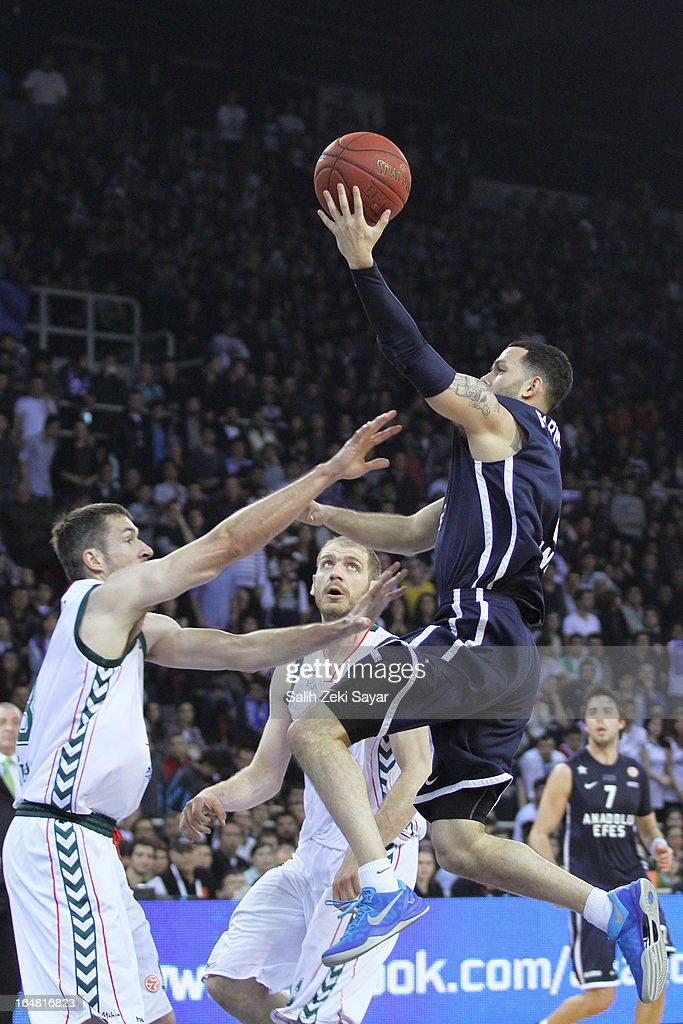 <a gi-track='captionPersonalityLinkClicked' href=/galleries/search?phrase=Jordan+Farmar&family=editorial&specificpeople=228137 ng-click='$event.stopPropagation()'>Jordan Farmar</a> #5 of Anadolu efes competes with Andy Panko #8 and Zoran Dragic #22 of Unicaja Malaga during the 2012-2013 Turkish Airlines Euroleague Top 16 Date 13 between Anadolu EFES Istanbul v Unicaja Malaga at Abdi Ipekci Sports Arena on March 28, 2013 in Istanbul, Turkey.