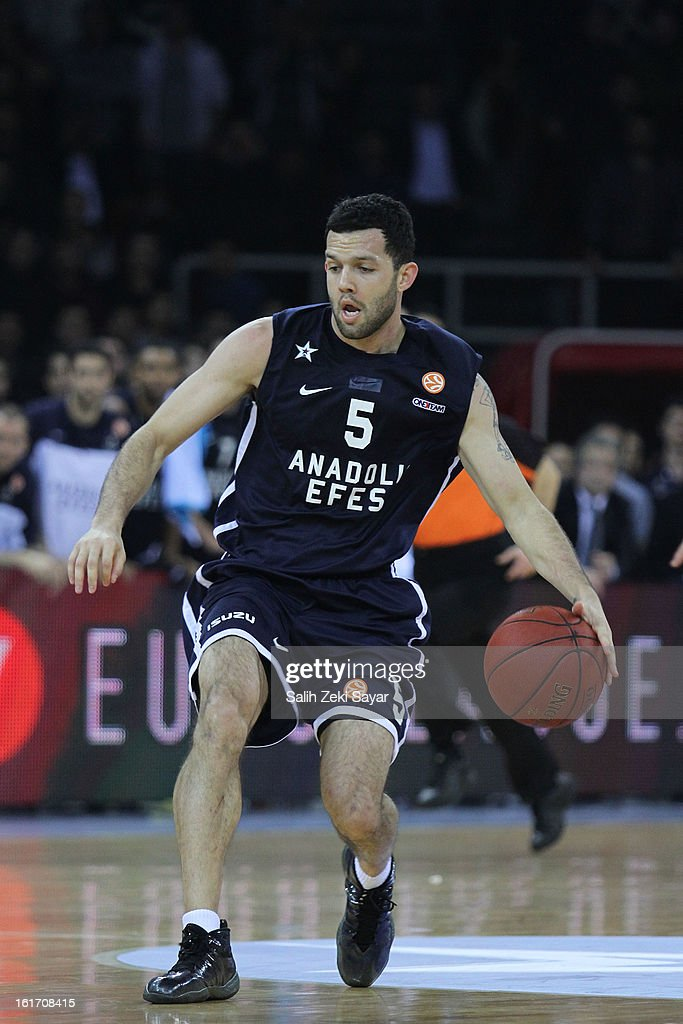 Jordan Farmar #5 of Anadolu Efes in action during the 2012-2013 Turkish Airlines Euroleague Top 16 Date 7 between Anadolu EFES Istanbul v Real Madrid at Abdi Ipekci Sports Arena on February 14, 2013 in Istanbul, Turkey.