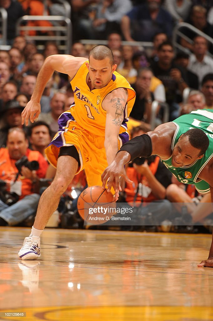 <a gi-track='captionPersonalityLinkClicked' href=/galleries/search?phrase=Jordan+Farmar&family=editorial&specificpeople=228137 ng-click='$event.stopPropagation()'>Jordan Farmar</a> #1 of the Los Angeles Lakers chases after a loose ball against <a gi-track='captionPersonalityLinkClicked' href=/galleries/search?phrase=Glen+Davis+-+Basketball+Player&family=editorial&specificpeople=709385 ng-click='$event.stopPropagation()'>Glen Davis</a> #11 of the Boston Celtics in Game Six of the 2010 NBA Finals on June 15, 2010 at Staples Center in Los Angeles, California.