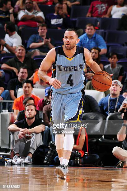 Jordan Farmar of the Memphis Grizzlies drives up the court against the Phoenix Suns during the game on March 21 2016 at Talking Stick Resort Arena in...