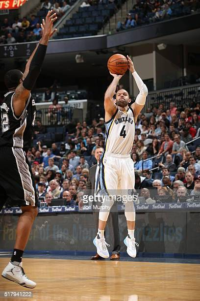 Jordan Farmar of the Memphis Grizzlies shoots the ball against the San Antonio Spurs on March 28 2016 at FedExForum in Memphis Tennessee NOTE TO USER...