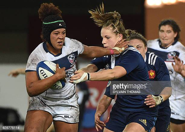 US Jordan Gray vies for the ball with France's Romane Menager during the women's rugby union Test match between France and USA at the Altrad Stadium...