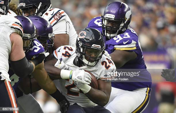 Jordan Howard of the Chicago Bears carries the ball in the second quarter of the game agains the Minnesota Vikings on January 1 2017 at US Bank...