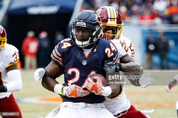 Jordan Howard of the Chicago Bears carries the football against Duke Ihenacho and Mason Foster of the Washington Redskins in the first quarter at...