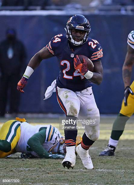 Jordan Howard of the Chicago Bears runs against the Green Bay Packers at Soldier Field on December 18 2016 in Chicago Illinois The Packers defeated...