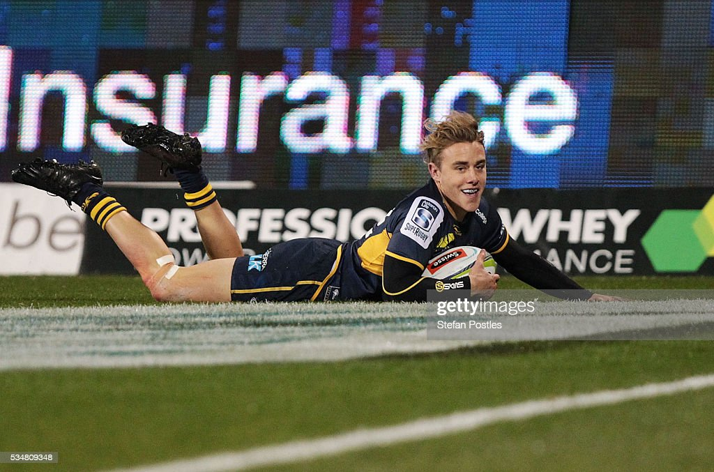 Jordan Jackson-Hope of the Brumbies scores a try during the round 14 Super Rugby match between the Brumbies and the Sunwolves at GIO Stadium on May 28, 2016 in Canberra, Australia.