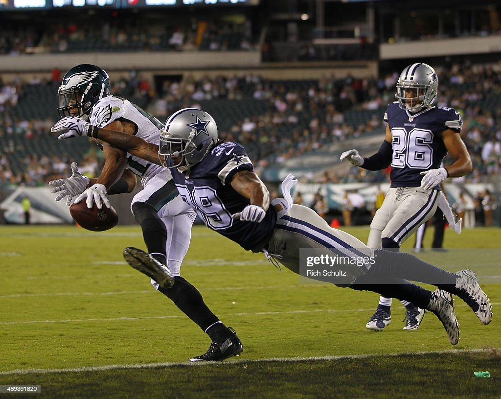 Jordan Matthews #81 of the Philadelphia Eagles catches a pass for a touchdown as Brandon Carr #39 of the Dallas Cowboys defends in the fourth quarter during a football game at Lincoln Financial Field on September 20, 2015 in Philadelphia, Pennsylvania. The Cowboys defeated the Eagles 20-10.