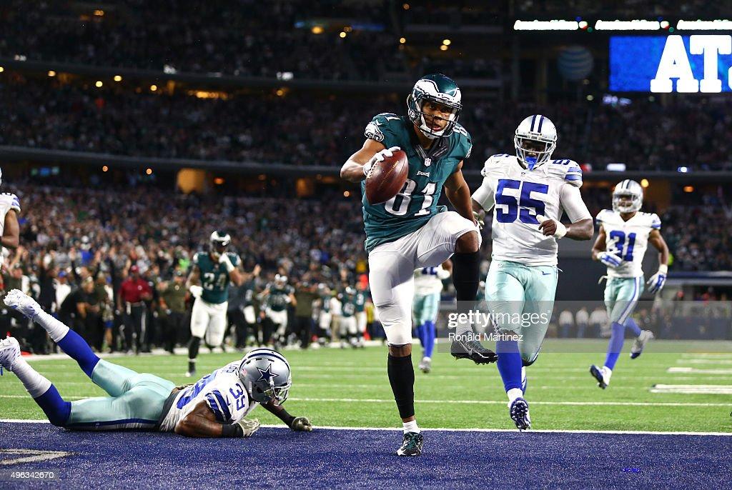 Jordan Matthews of the Philadelphia Eagles runs past Rolando McClain and Brandon Carr of the Dallas Cowboys to score the winning touchdown in...