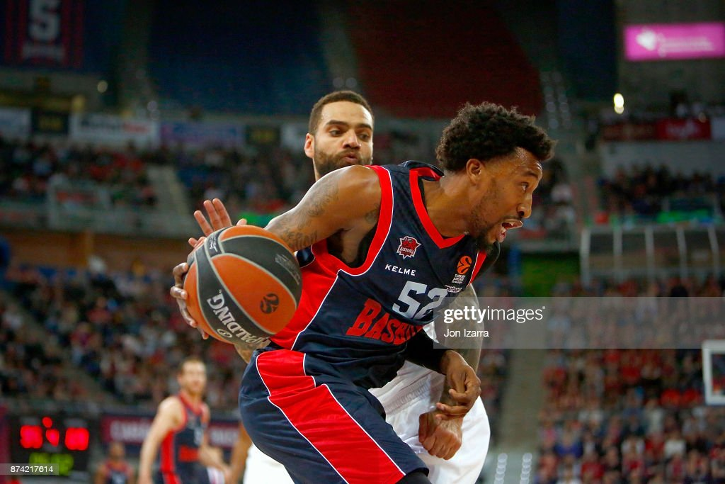 Jordan McRae, #52 of Baskonia Vitoria Gasteiz competes with Jeffery Taylor, #44 of Real Madrid during the 2017/2018 Turkish Airlines EuroLeague Regular Season Round 7 game between Baskonia Vitoria Gasteiz and Real Madrid at Fernando Buesa Arena on November 14, 2017 in Vitoria-Gasteiz, Spain.