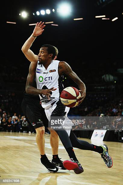 Jordan McRae of Melbourne takes the ball to the hoop during the round seven NBL match between the New Zealand Breakers and Melbourne United at Vector...