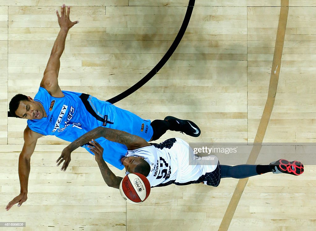 Jordan McRae of Melbourne United collides with Mika Vukona of the NZ Breakers during the round 15 NBL match between the New Zealand Breakers and Melbourne United at Vector Arena on January 18, 2015 in Auckland, New Zealand.