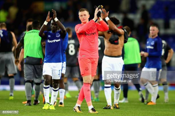 Jordan Pickford of Everton applauds the crowd after the UEFA Europa League Qualifying PlayOffs round first leg match between Everton FC and Hajduk...