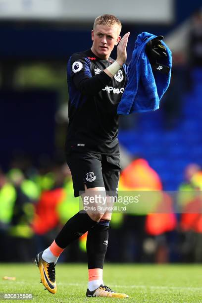 Jordan Pickford of Everton applauds the supporters following the Premier League match between Everton and Stoke City at Goodison Park on August 12...