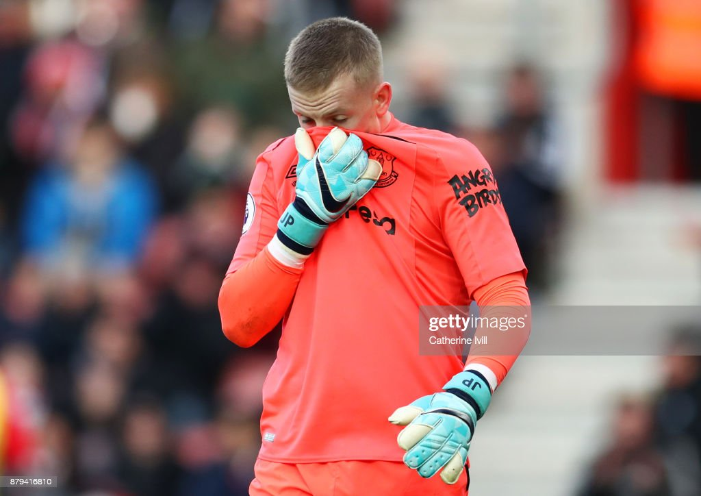 Jordan Pickford of Everton looks dejected during the Premier League match between Southampton and Everton at St Mary's Stadium on November 26, 2017 in Southampton, England.
