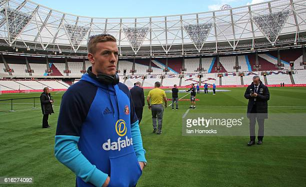 Jordan Pickford of Sunderland takes in the ground during the Premier League match between West Ham United and Sunderland at Olympic Stadium on...