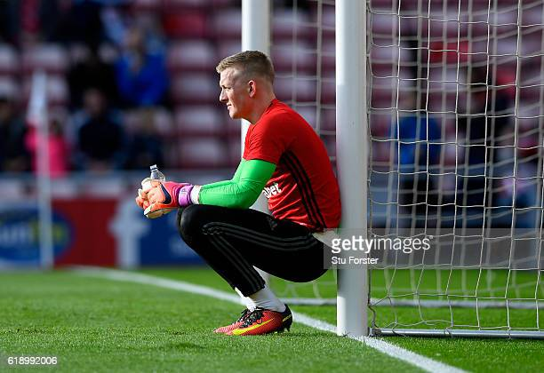 Jordan Pickford of Sunderland wamrs up prior to kick off during the Premier League match between Sunderland and Arsenal at the Stadium of Light on...