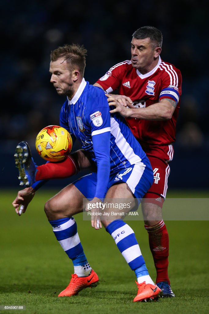 Jordan Rhodes of Sheffield Wednesday and Paul Robinson of Birmingham City during the Sky Bet Championship match between Sheffield Wednesday and Birmingham City at Hillsborough on February 10, 2017 in Sheffield, England.