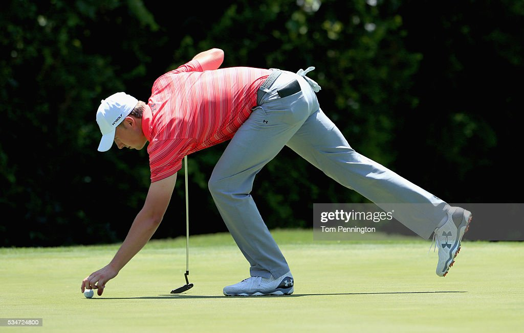 <a gi-track='captionPersonalityLinkClicked' href=/galleries/search?phrase=Jordan+Spieth&family=editorial&specificpeople=5440480 ng-click='$event.stopPropagation()'>Jordan Spieth</a> marks his ball on the first green during the Second Round of the DEAN & DELUCA Invitational at Colonial Country Club on May 27, 2016 in Fort Worth, Texas.