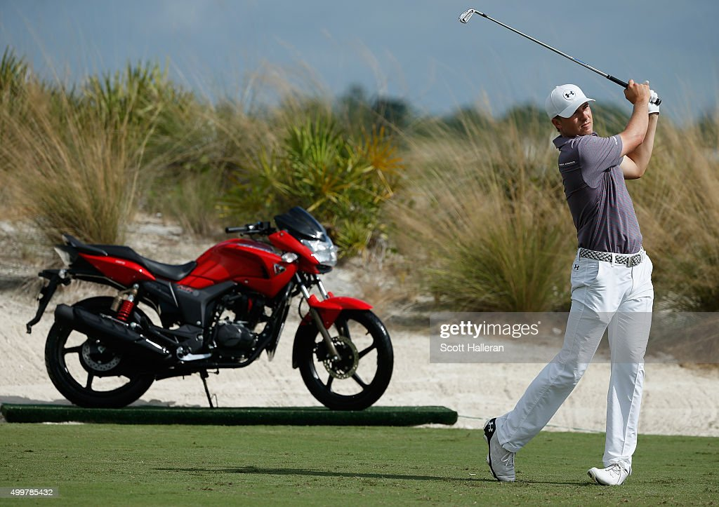 Jordan Spieth of the United States hits his tee shot on the second hole during the first round of the Hero World Challenge at Albany, The Bahamas on December 3, 2015 in Nassau, Bahamas
