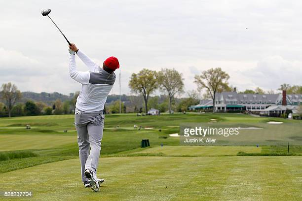 Jordan Spieth plays the 18th hole at Oakmont Country Club on May 4 2016 in Oakmont Pennsylvania