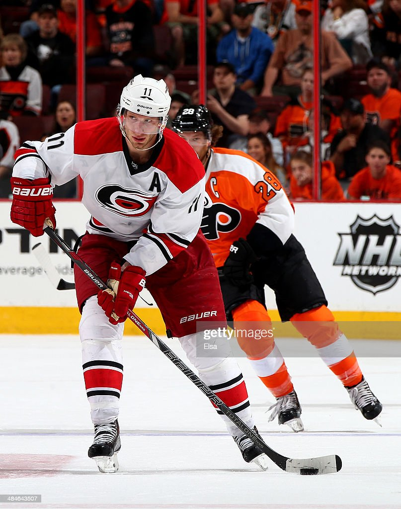 <a gi-track='captionPersonalityLinkClicked' href=/galleries/search?phrase=Jordan+Staal&family=editorial&specificpeople=533044 ng-click='$event.stopPropagation()'>Jordan Staal</a> #11 of the Carolina Hurricanes takes the puck as <a gi-track='captionPersonalityLinkClicked' href=/galleries/search?phrase=Claude+Giroux&family=editorial&specificpeople=537961 ng-click='$event.stopPropagation()'>Claude Giroux</a> #28 of the Philadelphia Flyers defends at Wells Fargo Center on April 13, 2014 in Philadelphia, Pennsylvania.The Carolina Hurricanes defeated the Philadelphia Flyers 6-5 in an overtime shootout.